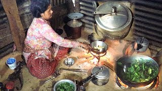 Village Kitchen    cooking organic green curry  and rice    Life in rural Nepal