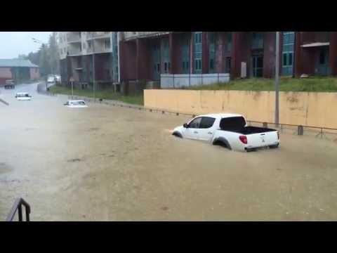 Преодоление большой лужи. Сочи потоп 11.11.2015