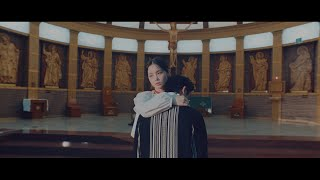 Download 이하이 (LeeHi) - '구원자 (Savior) (Feat. B.I)'  MV (ENG/CHN) Mp3/Mp4