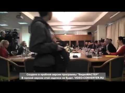 Григорий Лепс топорщит свой хохолок на журналистов