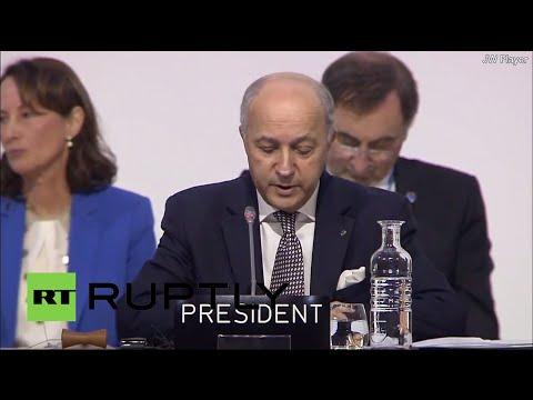 Laurent Fabius présente le projet d'accord final au Bourget