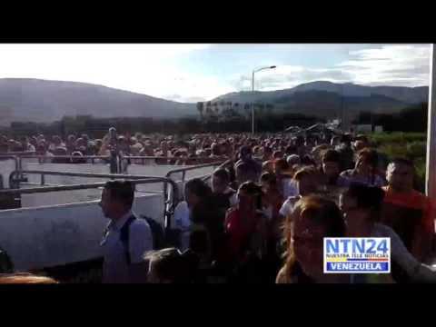 Paso de miles de venezolanos hacia Colombio por Táchira #10J (1)