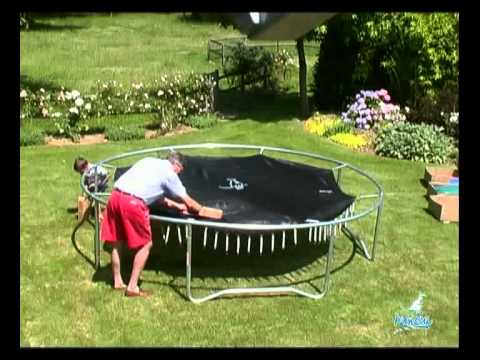 montage d 39 un trampoline youtube. Black Bedroom Furniture Sets. Home Design Ideas