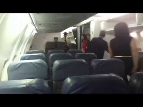 Delta Boeing 757-200 M Series Disembarkment in Fort Lauderdale