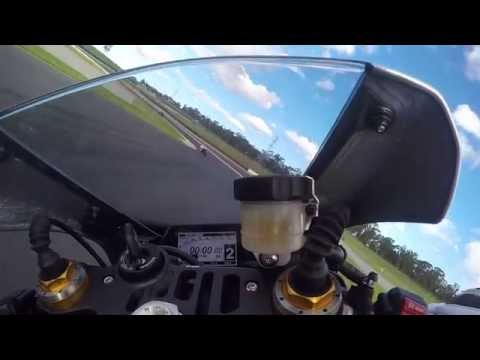 Yamaha R1 2015 - onboard - 1 Minute - first Impression