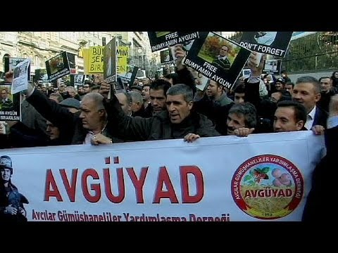 Turkish journalists rally over colleagues kidnapped in Syria