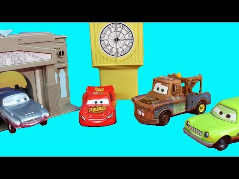Disney Pixar Cars 2 London Playset With Lightning McQueen Mater Finn Mcmissile Lemons