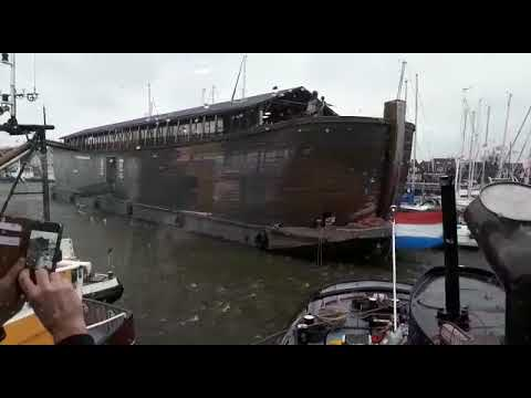 Ark in Urker haven losgeslagen door storm