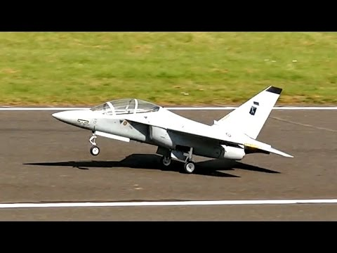 ALENIA AERMACCI M-346 SCALE RC TURBINE JET MODEL DEMO FLIGHT / Jetpower Messe 2015