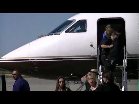 Aerosmith Getting Off Plane!!!