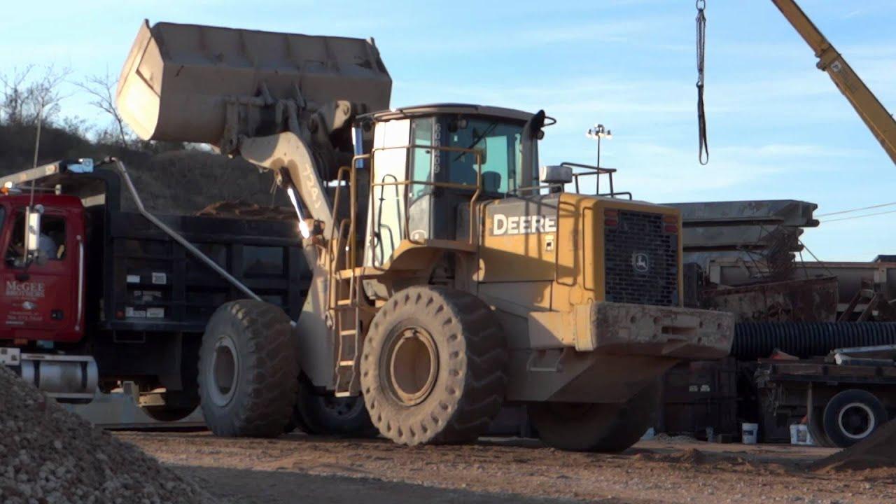 John Deere 724j Wheel Loader At Work Youtube