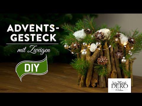 weihnachtsdeko basteln adventsgesteck mit zweigen how to deko kitchen. Black Bedroom Furniture Sets. Home Design Ideas