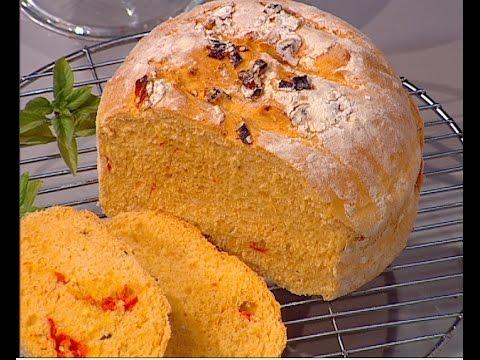 طريقة عمل خبز الطماطم بالريحان على طريقة الشيف #وحيد_كمال  من برنامج #الفطاطرى #فوود