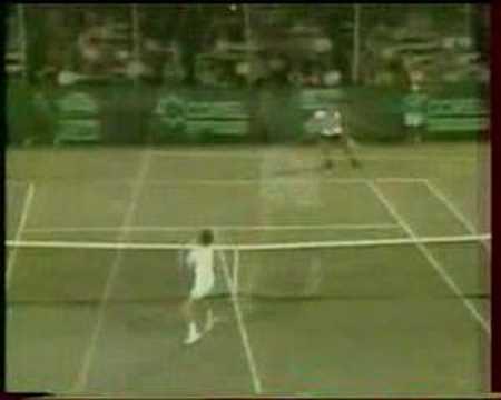 コナーズ throwing racquet in the air and winning the point