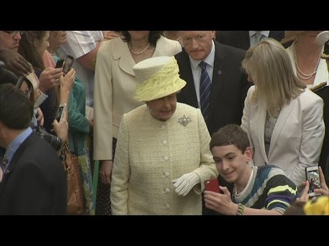 Queen begins trip to Northern Ireland