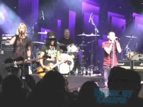 Chester Bennington, Slash, Duff McKagan ... Playing Paradise City
