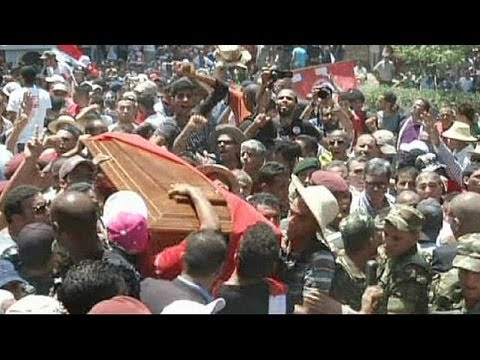 Tunisia: funeral of assassinated MP Brahmi draws huge crowds