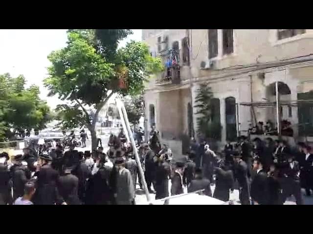 ירושלים: המונים הפגינו נגד חילול קברים ברחוב החומה השלישית