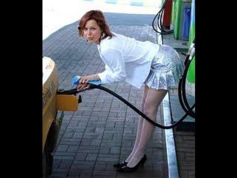 Зачем тетя обливает свою машину бензином