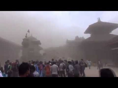 Raw Moment Nepal Quake Strikes Ancient Square, the world news today Mei 05, 2015