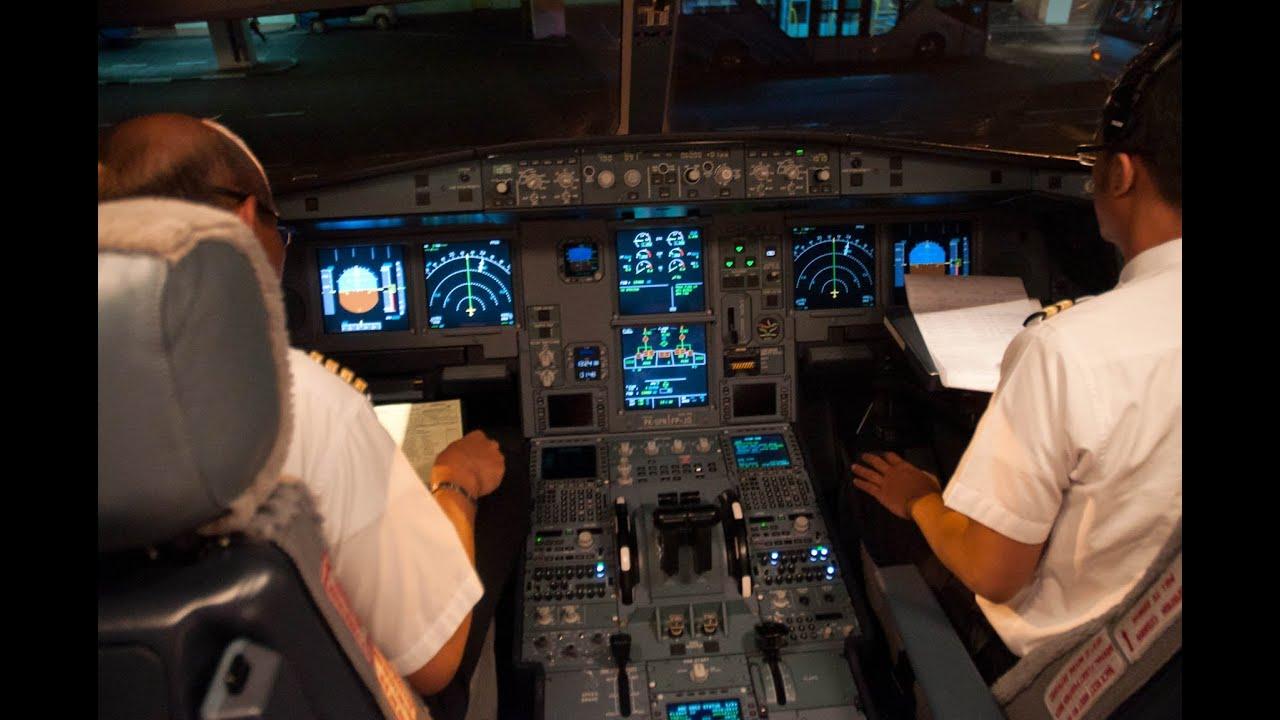 Airbus A330 Cockpit at Night Airbus A330 200 Cockpit Garuda