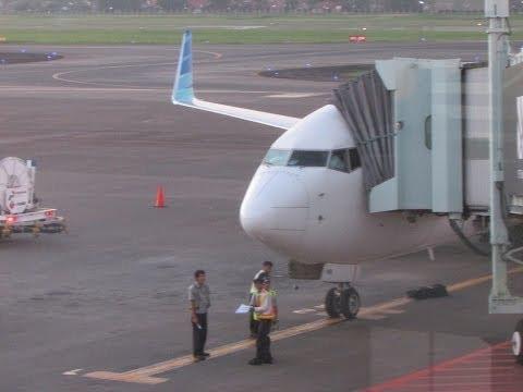 Garuda Indonesia 737-800 Takeoff from Jakarta. Indonesia