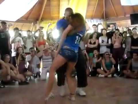 یکی از قشنگترین رقص هایی که اخیرا دیدم - Youtube.flv video