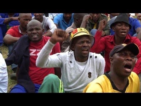 Les mineurs de platine sud-africains continuent leur grève