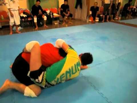 神戸市尼崎市総合格闘技ジムBMC2013年8月6日(火)マススパーリング3 沖野玉枝 検索動画 7