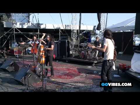 "The Avett Brothers Perform ""Pretty Girl From Bridgeport"" at Gathering of the Vibes 2012"