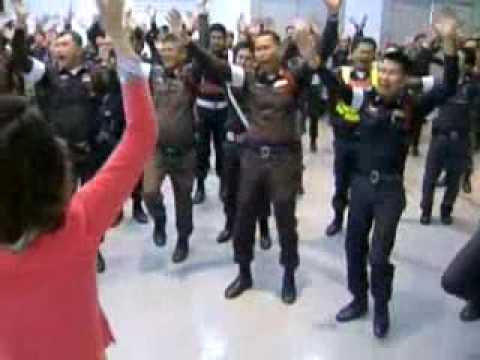 Lachtraining für thailändische Polizei