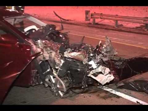 I 94 Dan Ryan High Speed Head On Accident Car Vs Guardrail
