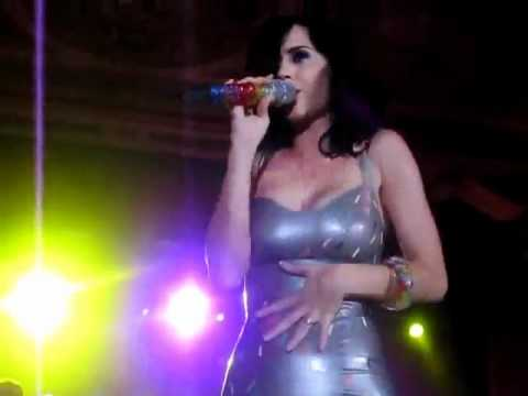 Katy Perry upskirt in skin tight latex dress   480 x 360