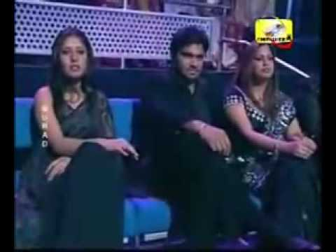 Shreya Ghoshal - Jaadu Hai Nasha Hai - Live In Black Sari.mp4 video
