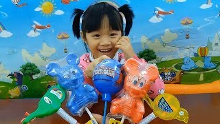 Learn colors with candy - Baby Gia Linh Learns Color With Candy and eggs