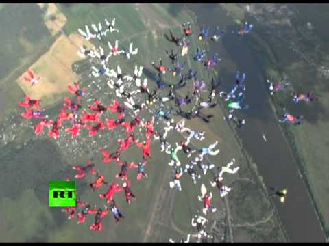 Free Falling Flower: Amazing record 88-way female formation skydiving