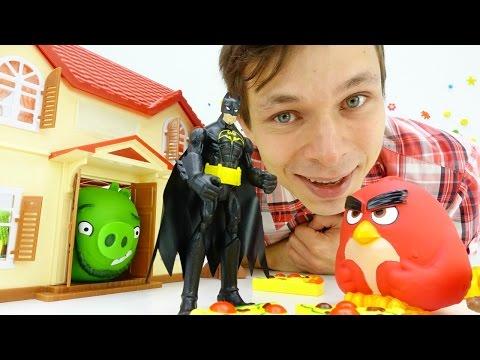 Бэтмен и Энгри Бердз (Angry Birds)! Видео с игрушками: ЗАХВАТ столовой! Четвертый обед под угрозой!