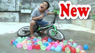 Tấn công bố bé Dương bằng 100 quả bóng bay nước, Kênh Em Bé 😕