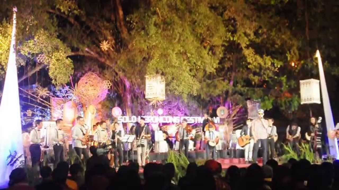 SOLO KERONCONG FESTIVAL 2014 - Kota Bandung [Keroncong] De Oemar Bakrie - YouTube