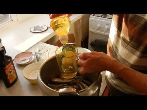 Как приготовить домашние шпроты - видео