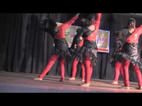 Medley Of Bharenaina,jiya Jiya And Left Leg Aage Aage.. video