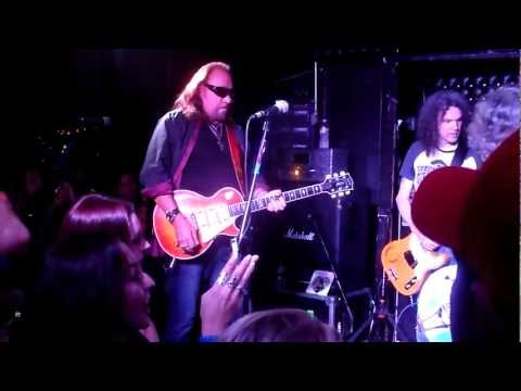 Flight To Mars feat. Mike McCready - Ace Frehley tunes up - Casbah - 5.15.12 - San Diego
