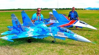 GIGANTIC RC SYNCRO FLIGHT SHOW WITH 2 HUGE RC SU-27 SCALE MODEL TURBINE JETS