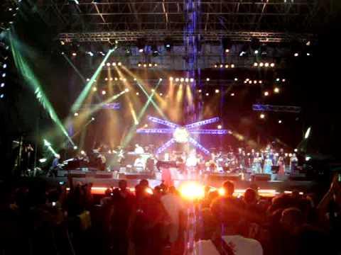 """Concertone Melpignano 2011 """"RAGAZZA BALLANDO PIZZICA"""" Orchestra Notte della Taranta"""