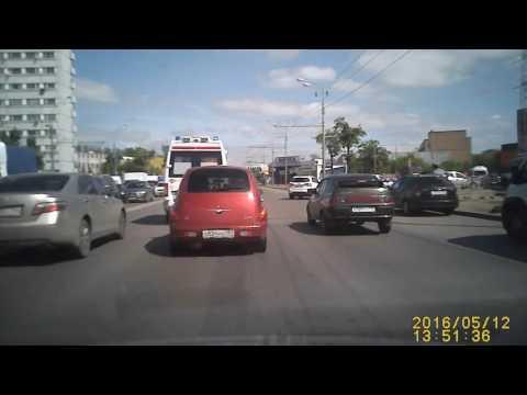 Неадекватный водитель скорой помощи.