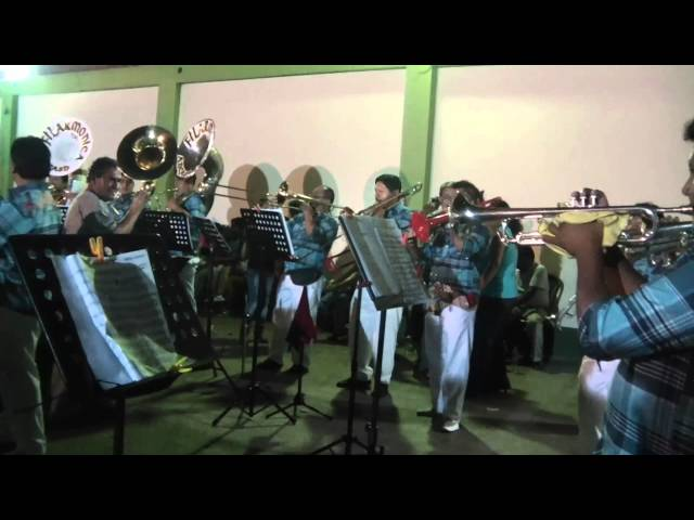 FILARMONICA DE ANCASH - BORRACHITO Y MUCHACHITA LINDA.mp4