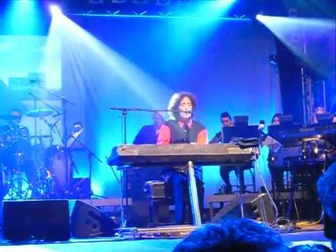 Gilbert O'Sullivan - Alone Again (Naturally) Live in Germany 27/07/2011