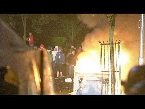 Belfast: seconda nottte di violenze tra protestanti orangisti e polizia