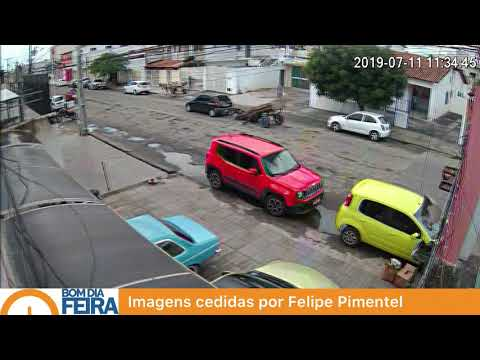 Carroça desgovernada atinge carro no bairro Cidade Nova em Feira de Santana