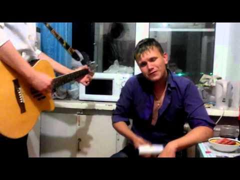 парень БУХОЙ красиво поет под гитару для любимой... круто